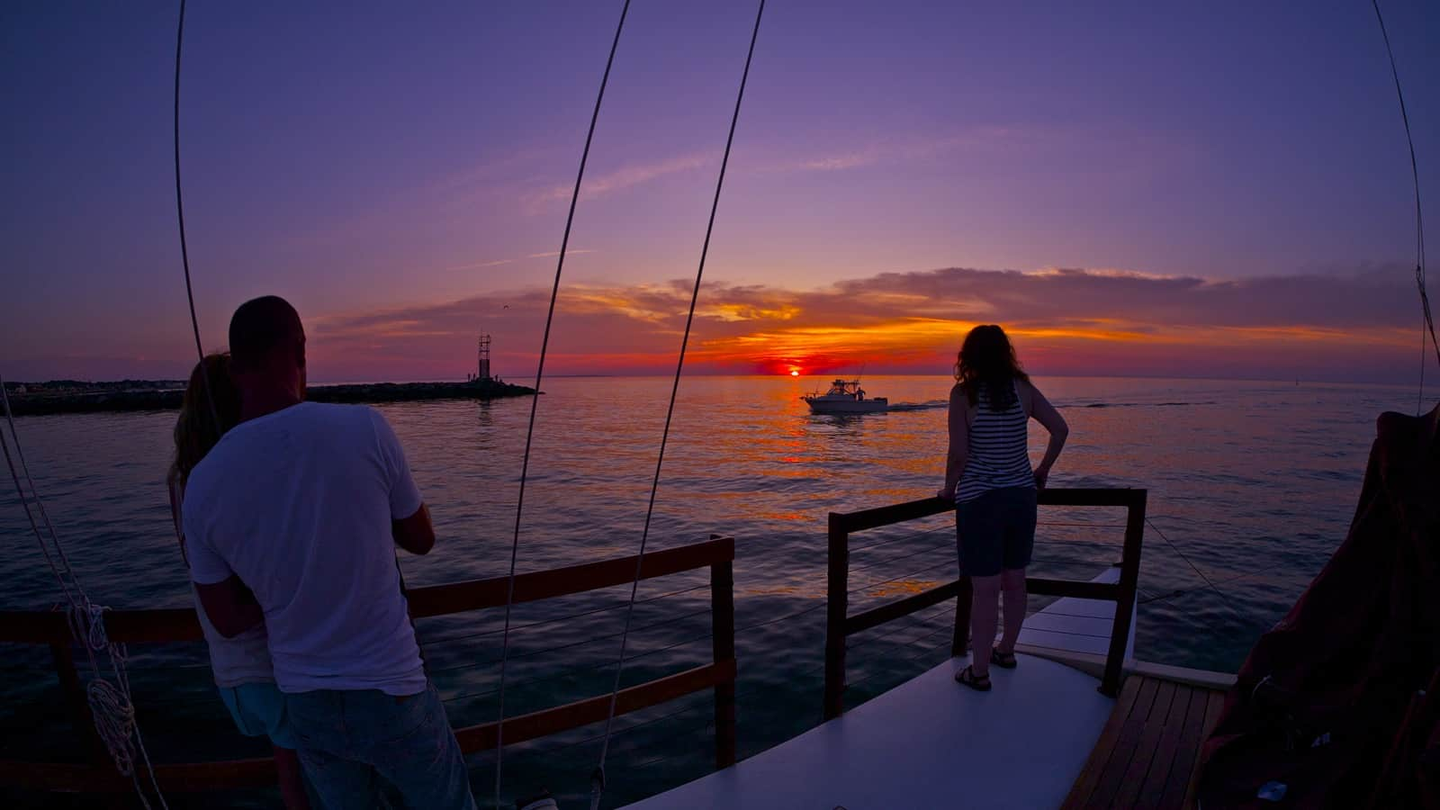 Catamaran Mon Tiki: Sailing Charters , Sunset Cruises and Private Corporate Events in Montauk, the Hamptons